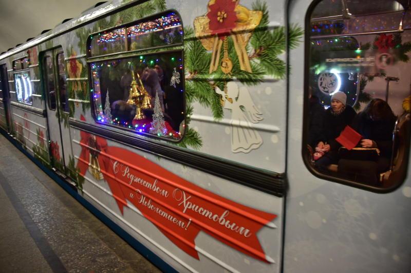словам отца новогодний вагон в метро фото одинаковый принцип