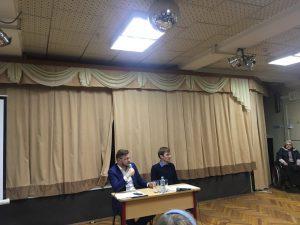 Глава управы Салман Дадаев обсудил с жителями района планы по озеленению. Фото: Мария Иванова, «Вечерняя Москва»