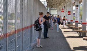 Пешеходная дорожка появилась между корпусами Российского социального университета и станцией МЦК «Белокаменная». Фото: официальный сайт мэра Москвы