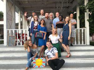 Горожан пригласили учить английский язык по сериалу «Друзья». Фото предоставили сотрудники Сада имени Николая Баумана