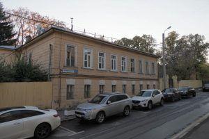 Сотрудники «Жилищника» проверили несколько домов в районе. Фото: Антон Гердо, «Вечерняя Москва»