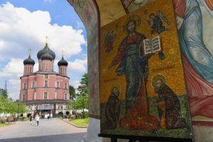 Представители старшего поколения из района посетили церкви разных конфессий. Фото: Владимир Новиков, «Вечерняя Москва»