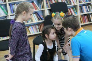 Школьников пригласили на экскурсию в районную библиотеку. Фото: Антон Гердо, «Вечерняя Москва»