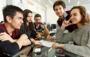Ученики школы №354 приняли участие в заседании Совета по агропромышленному комплексу. Фото: Александр Кожохин, «Вечерняя Москва»