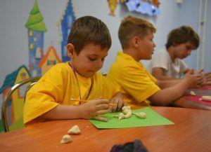Праздничный мастер-класс организовали в Центре эстетического воспитания детей. Фото: Александр Кожохин, «Вечерняя Москва»