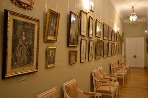 Экскурсию в художественную галерею организуют в центре социального обслуживания района. Фото: Анна Быкова