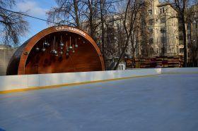 Жители столицы смогут бесплатно покататься на льду в саду имени Баумана. Фото: Анна Быкова