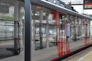 Число пассажиров МЦК и другого общественного транспорта в масках и перчатках возросло на десять процентов. Фото: Анна Быкова