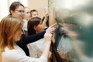 Лекцию об истории школьной формы прочитают для жителей района. Фото: Наталия Нечаева, «Вечерняя Москва»