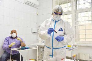 Все сотрудники сферы образования Москвы сдали тесты на коронавирус перед 1 сентября. Фото: Наталия Нечаева, «Вечерняя Москва»