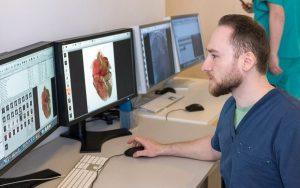 Аппарат для распознавания нарушений сердечных ритмов разработали ученые университета имени Николая Баумана. Фото: сайт мэра Москвы