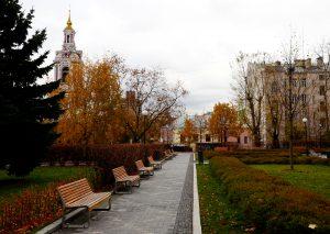 Фотовыставку открыли в саду имени Николая Баумана. Фото: Анна Быкова