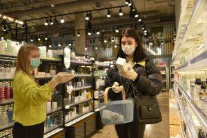 В торговых центрах ЦАО за день выявили 52 нарушителя масочного режима. Фото: Пелагия Замятина, «Вечерняя Москва»