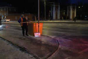 Дороги в районе обработали твердым противогололедным материалом. Фото: Антон Гердо, «Вечерняя Москва»