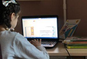 Литературный прямой эфир организуют работники библиотеки №20. Фото: Патимат Абдурахманова