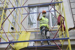 Специалисты согласовали ремонт многоквартирного дома в районе. Фото: Наталья Феокситова, «Вечерняя Москва»