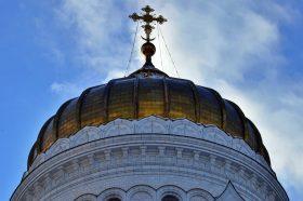 Сотрудники Пушкинской библиотеки организуют экскурсию в столичный храм. Фото: Анна Быкова