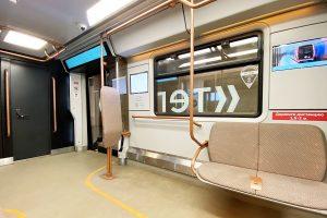Новый поезд с интерактивными дисплеями запустили через станцию «Китай-город». Фото: Анна Быкова